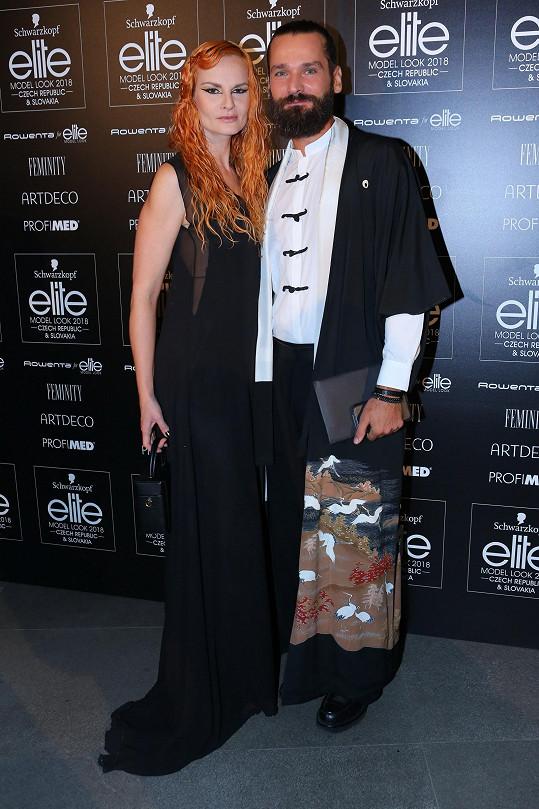 Iva Pazderková dorazila na módní akci s kadeřníkem Michalem Zapomělem.