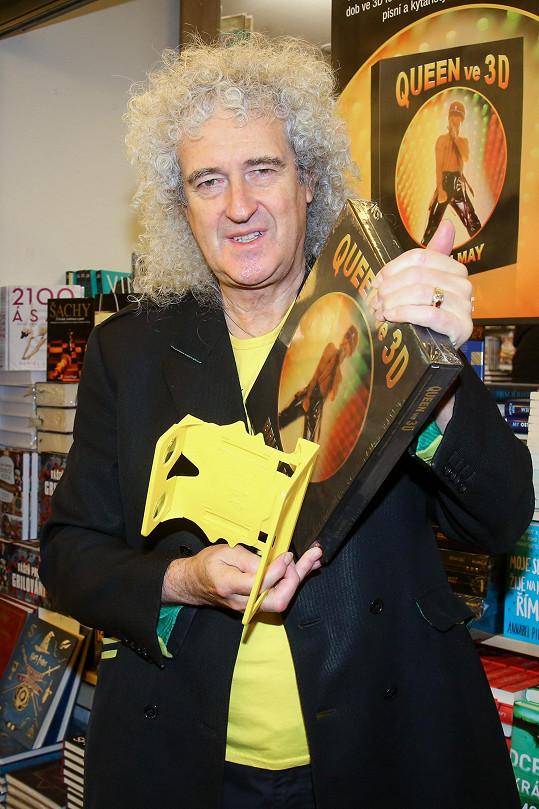 Do knihkupectví si přišel zkontrolovat svoji 3D knihu.