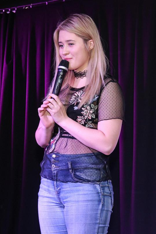 vystupovala na semifinále Dívky roku.