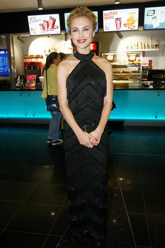 Vlastina Svátková si na premiéru filmu Gangster Ka oblékla luxusní šaty.