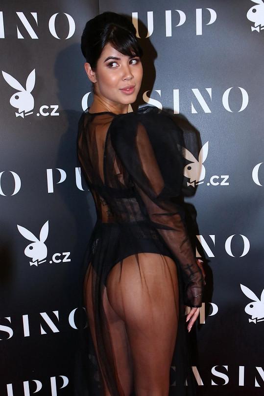 Aktuální playmate Lady Dee na Playboy párty mnoho ze svého těla neskrývala.