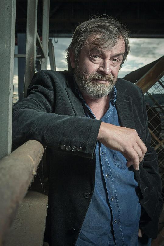 Alexej Pyško v roli vyšetřovatele Jana Rohana