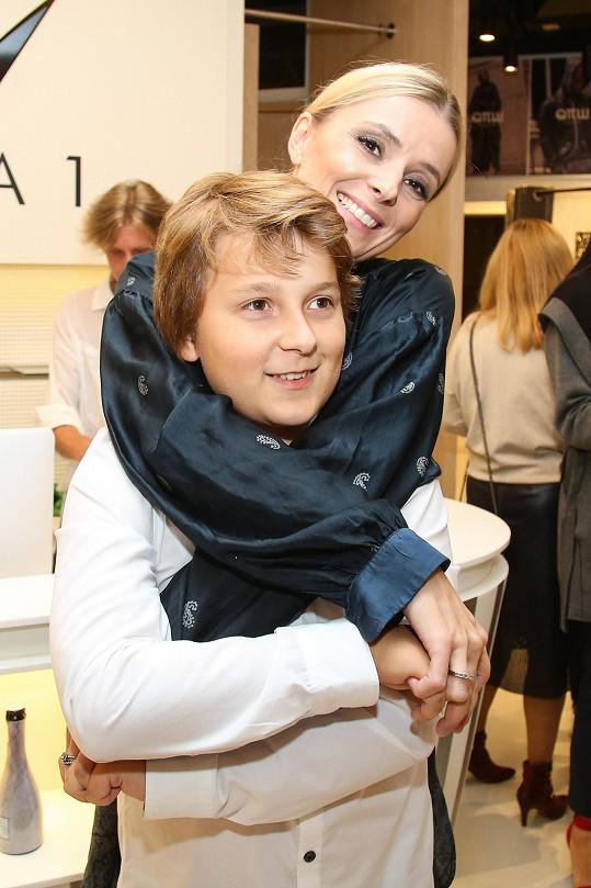 Mlynková se svým synem Piotrem, kterého má z předchozího manželství s polským hercem Łukaszem Nowickim.