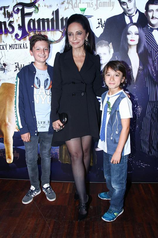 S novými představiteli jejího muzikálového syna Pugsleyho Michalem Sehnalem a Viktorem Antoniem