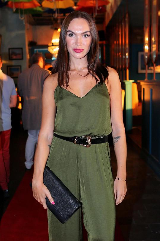 Kamila Nývltová se objevila nedávno na otevíračce pražského vyhlášeného klubu.