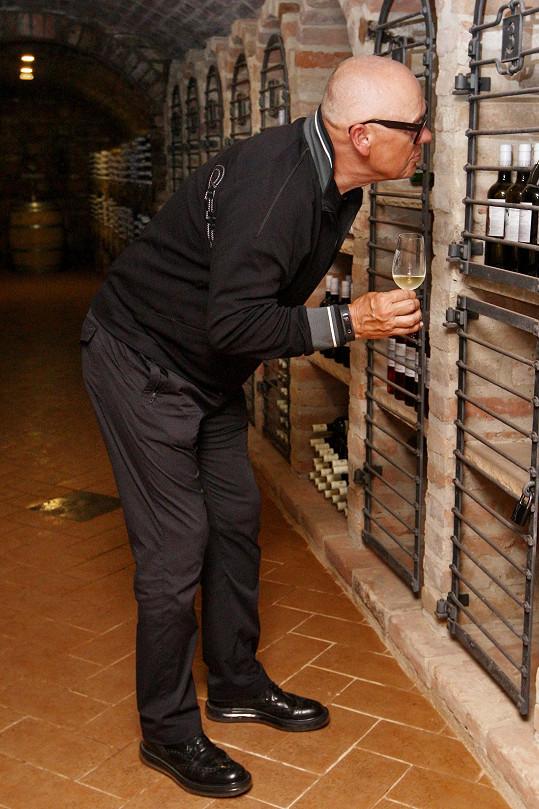 Jiří Korn také ochutnával místní vína.