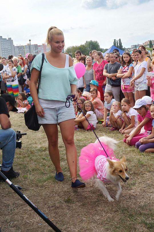 Patricie Solaříková vzala svou psí princeznu na módní přehlídku psích oblečků.