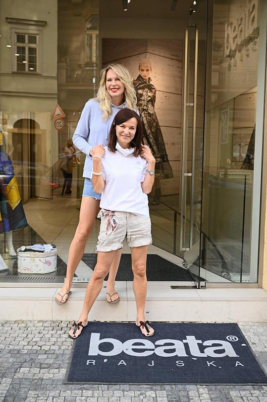 Dianu líčili v návrhářčině butiku u Staroměstského náměstí.