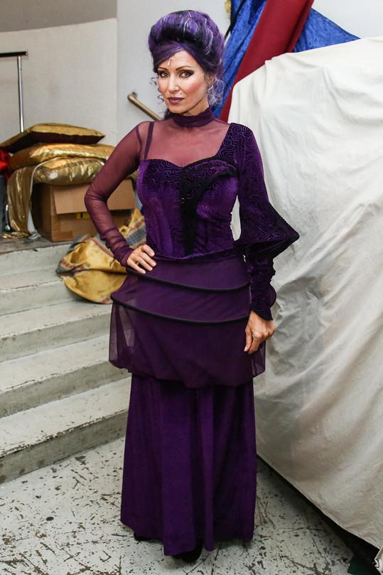 I po 9 letech hraje Kateřina Brožová ve stejných šatech.