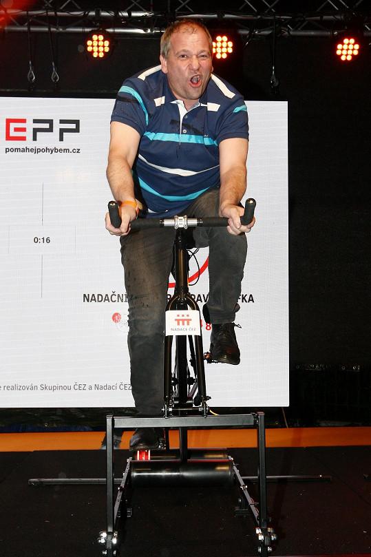 Marek Taclík nejprve vyjel nějaké ty dobročinné kilometry na kole ČEZ.