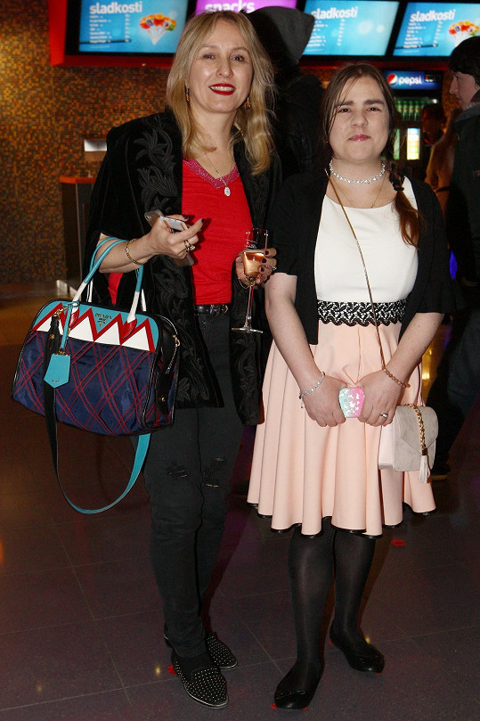 Manželka Mira Žbirky Kateřina s dcerou Lindou