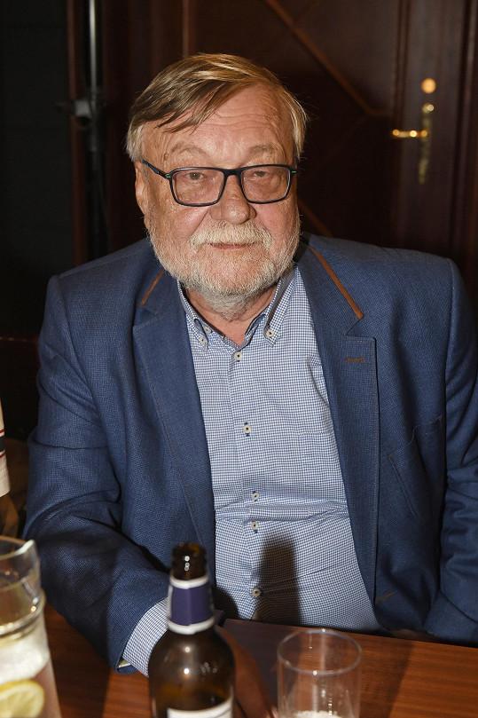 Dušan Sitek je divákům známý jako důchodce Major Racek ze seriálu Policie Modrava.