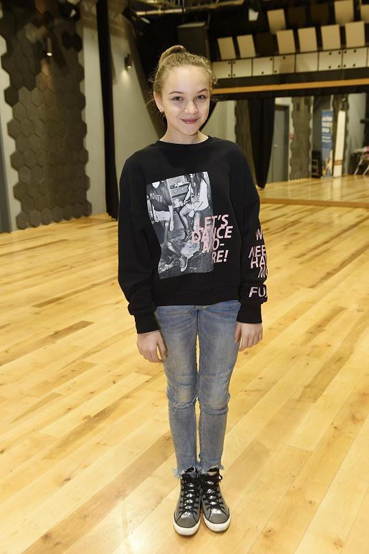 Jedenáctiletá zpěvačka jde z role do role.