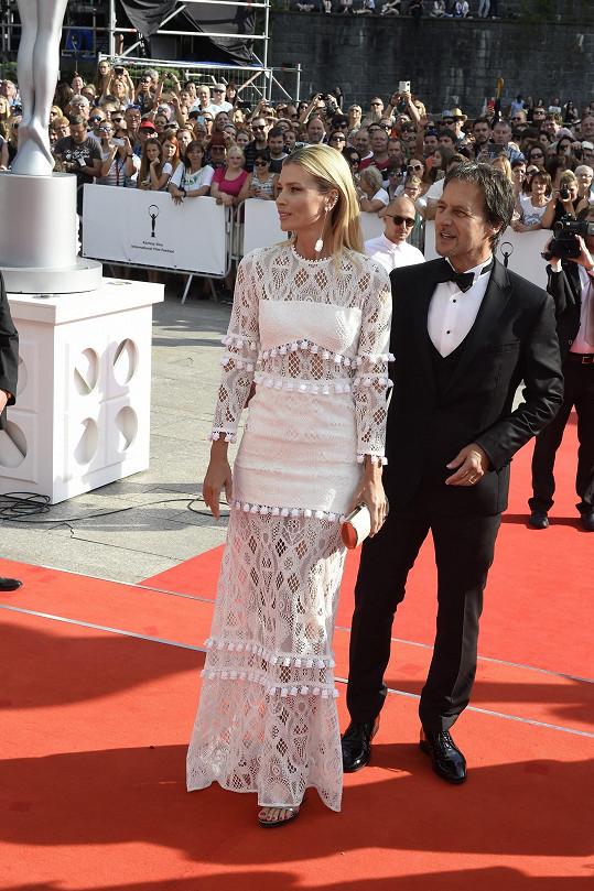 Daniela Peštová a Pavol Habera zářili na zahájení karlovarského filmového festivalu.