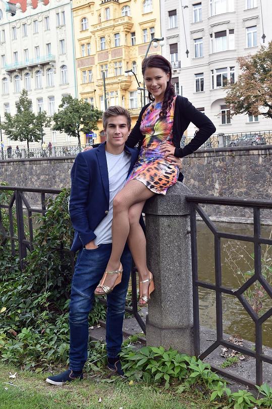 David Gránský a Ivana Korolová na Žofíně nejdřív vystoupili, pak pózovali u vody.