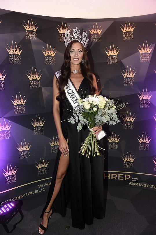 Absolutní vítězství spolu s titulem Miss World Czech Republic 2020 patří dvaadvacetileté Karolíně Kopíncové z Brna