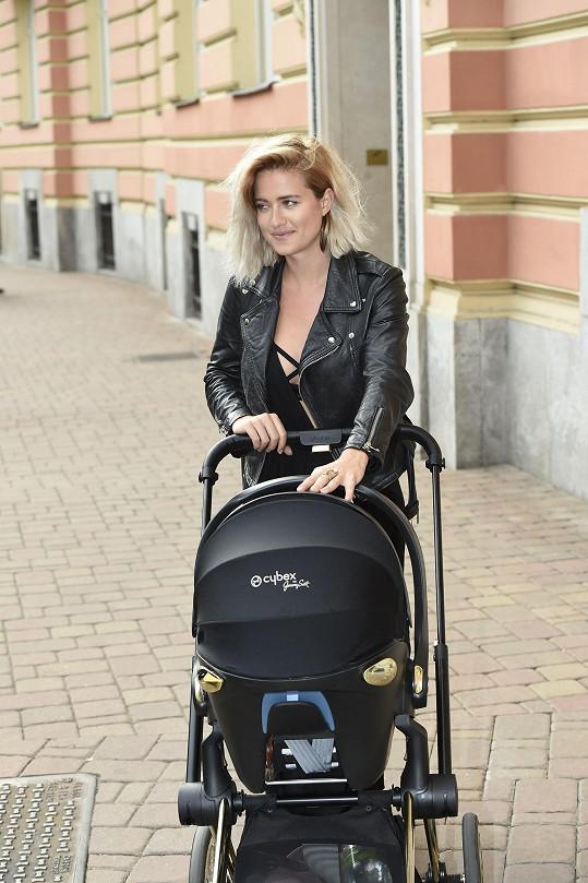 Emma Smetana je ve Varech pracovně.