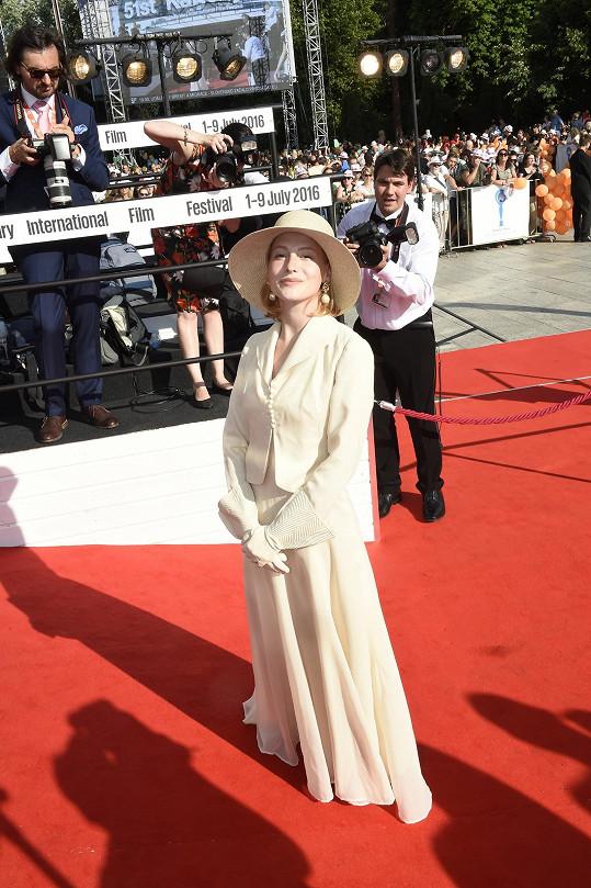 Romantická Anna Fialová zvolila retro styl.