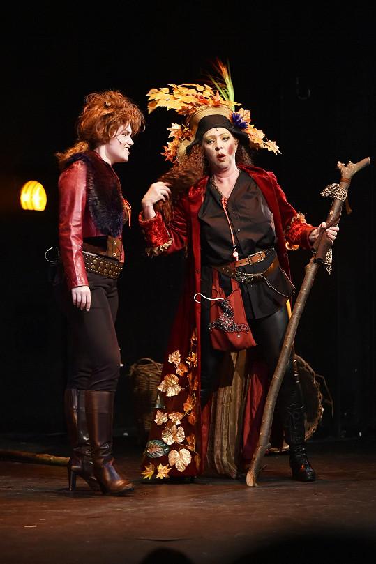 V roli Loupežnice se na jevišti objevila místo Martiny kolegyně Vlasta Žehrová.
