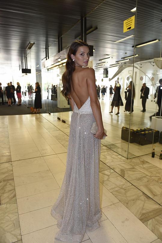 Nejprůhlednější šaty měla Nikol Švantnerová