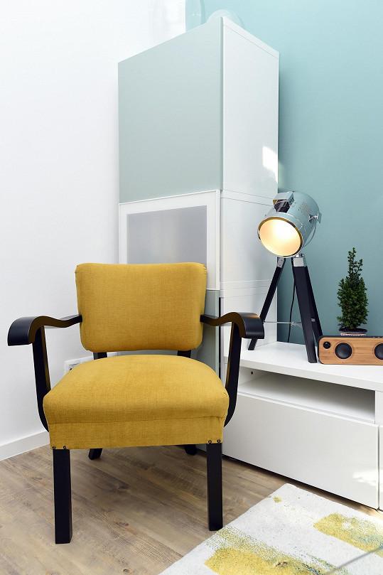 Staré a nové kousky nábytku se povedlo vkusně sladit.
