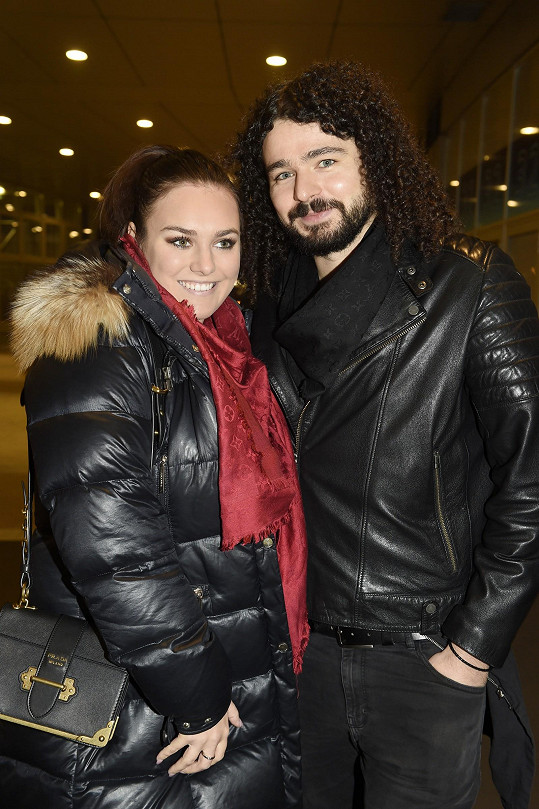 Ewa a Martin vyrazili na koncert kapely Lucie.