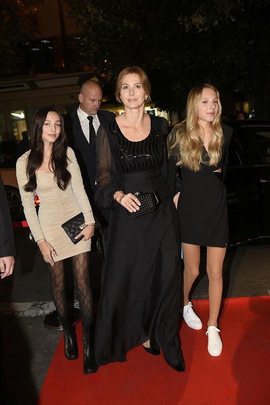 Ivana Gottová s dcerami Charlotte a mladší Nelly (vpravo)