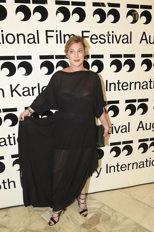 Herečka Lenka Krobotová oblékla odvážný model.