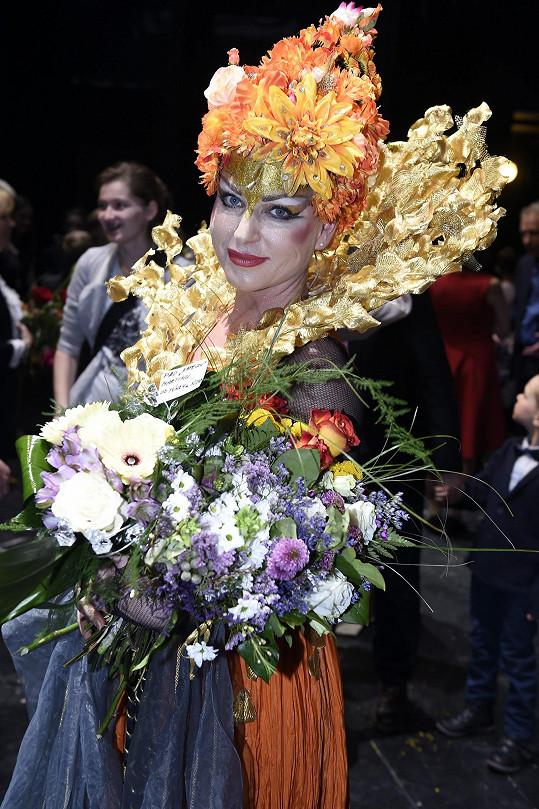 Martina v krásném kostýmu královny Kapesky