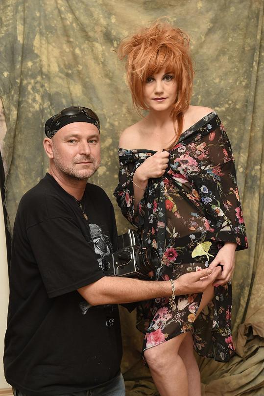 Iva Marešová s Jakubem Ludvíkem při focení jejích propagačních snímků