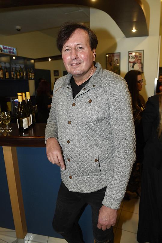 Libor Baselides zavítal na premiéru muzikálu Vlasy.