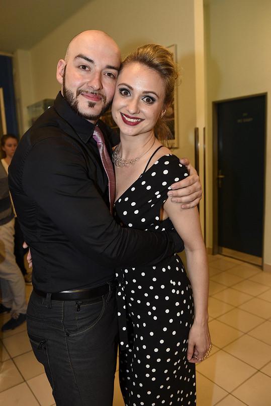 Jeho dlouholetou partnerkou a maminkou holčiček je herečka Charlotte Doubravová.