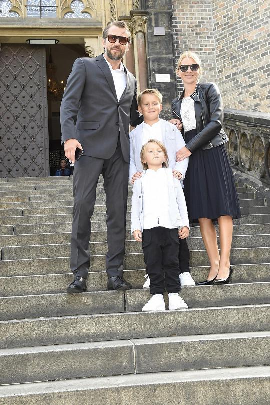 Bořek Slezáček dorazil s partnerkou Žanetou i syny.