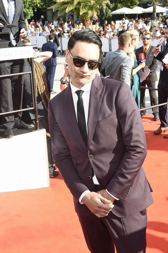 Novozélandský režisér Taika Waititi na zahájení karlovarského festivalu