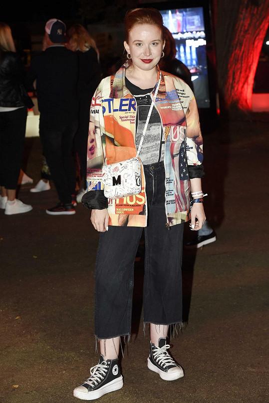 O dress code se zasnažila i herečka Alena Doláková.