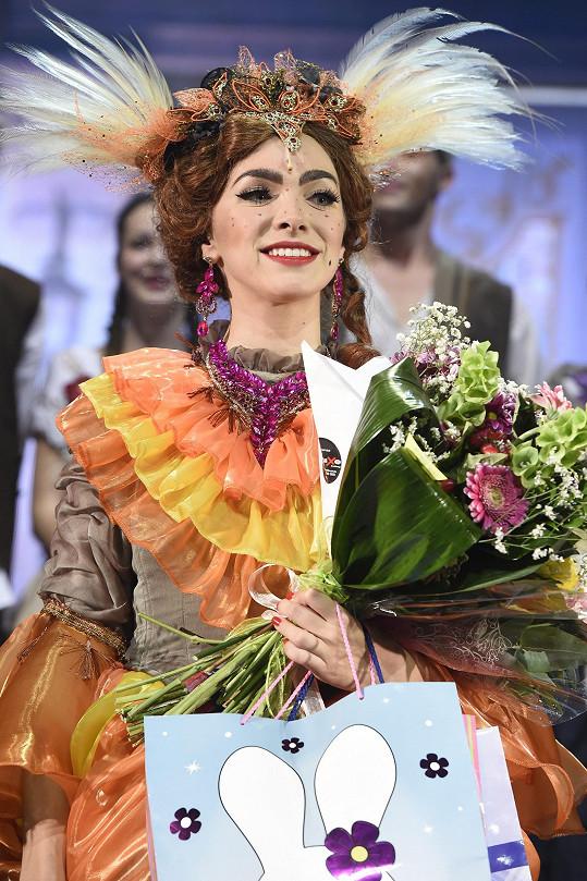 Kamila Nývltová v roli Dory v Popelce