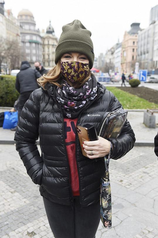 Marta Jandová nosí roušku zodpovědně.