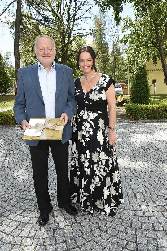 Mezi svatebními hosty nechyběli Luděk Sobota s manželkou Adinou.