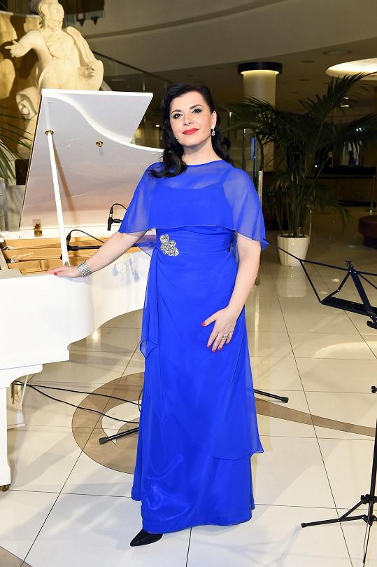 Andrea Kalivodová oblékne stejné šaty jako před pěti lety.