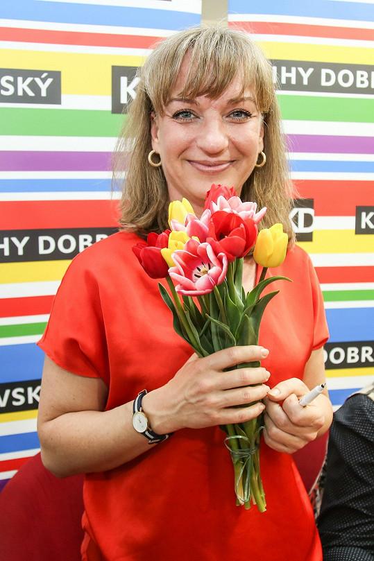 Sandra se k vydání knihy dostala díky hostování v pořadu Všechnopárty.