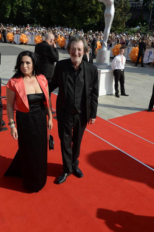 Bolek Polívka s partnerkou s Marcelou Černou