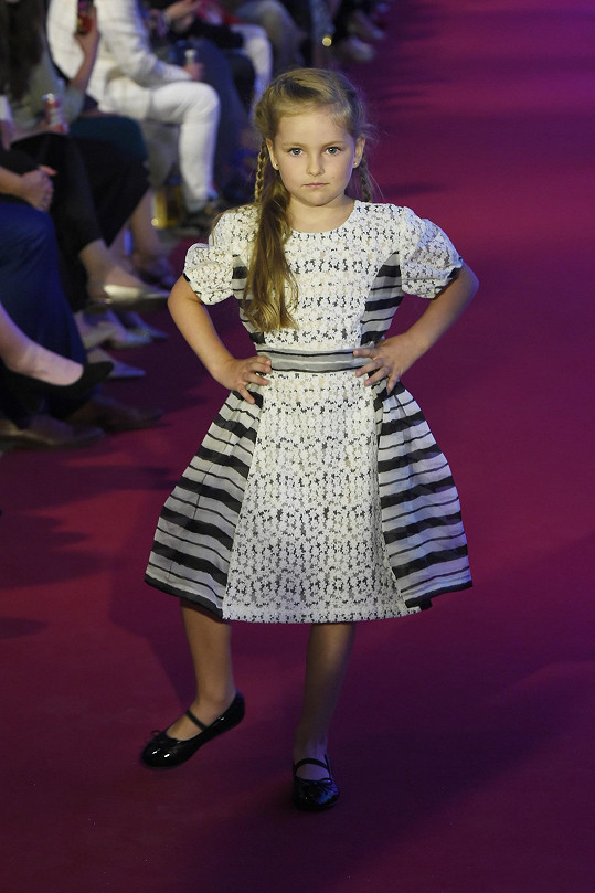 Návrhářčina vnučka v roli modelky