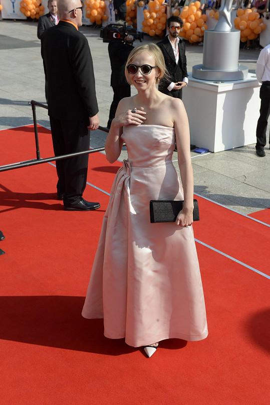 Jana Plodková s originálními slunečními brýlemi