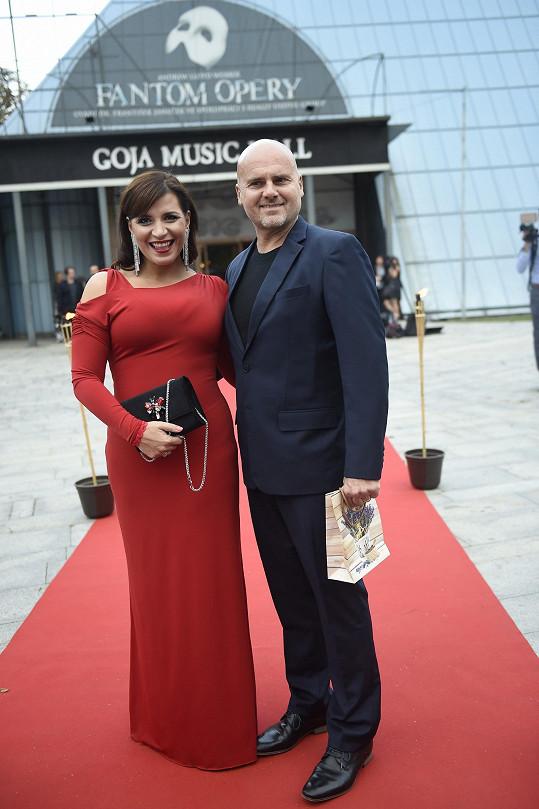 Andrea Kalivodová přišla také s manželem.
