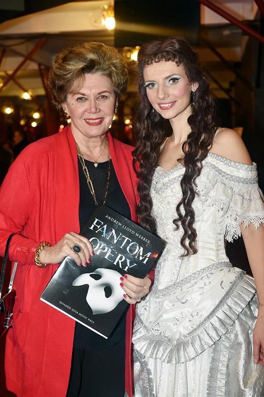 Nebo s představitelkou Christine Monikou Sommerovou
