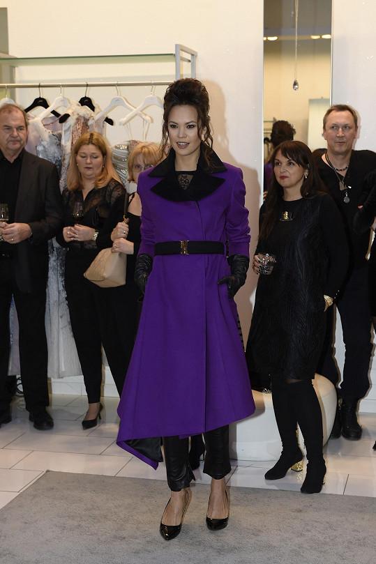 Jako modelka předvedla i další modely návrhářky Natali Ruden.