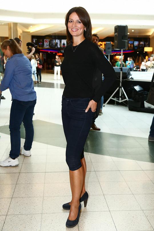 Adéla Gondíková na natáčení videoklipu k Mamma Mia