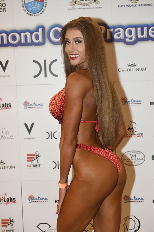 Po roce dřiny začala soutěžit v bikini fitness.