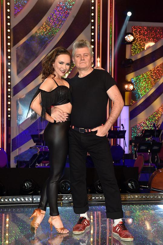 Jejím otcem je herec a režisér Miroslav Hanuš. Na snímku s tanečnicí Adrianou Maškovou v loňské StarDance.