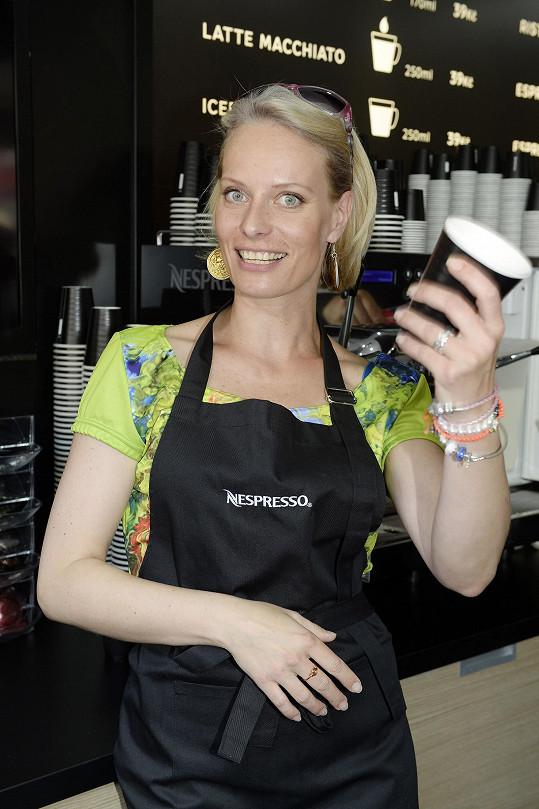 V Karlových Varech vařila kafe pro charitu.